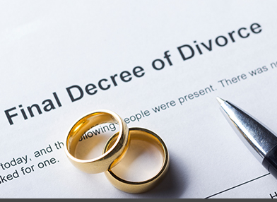 Final Decree of Divorce along with two rings and a pen.